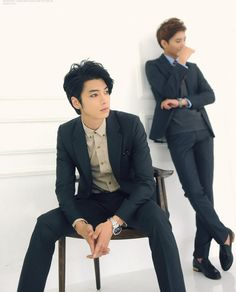Its not kpop, but i just love won jong jin XD Poses For Men, Boy Poses, Male Poses, Human Poses Reference, Pose Reference Photo, Drawing Reference, Park Hyung Seok, Poses Anime, Won Jong Jin