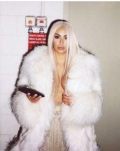 Trendy Ideas For Style Kim Kardashian Coats Khloe Kardashian, Robert Kardashian, Estilo Kardashian, Kris Jenner, Kendall Jenner, Fur Fashion, Fashion Killa, Trendy Fashion, Modest Fashion