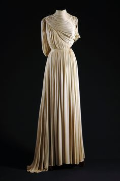 """grecian"" evening dress by madame gres Madame Gres, Madeleine Vionnet, Vintage Outfits, Vintage Gowns, Vintage Fashion, Edwardian Fashion, Moda Vintage, Vintage Mode, Greek Fashion"