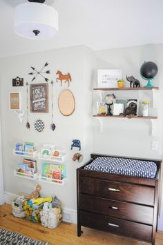Small Nursery Hacks Every Mom Needs to Know About. Small Space Nursery Hacks Every Mom Needs to Know About. These small nursery hacks will help you make the most of your baby's first room, no matter the size. Big Book Storage, Baby Room Storage, Tiny House Storage, Nursery Storage, Small Storage, Bedroom Storage, Storage Ideas, Storage Hacks, Nursery Organization