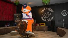 Youppi! rides mechanical bull after losing bet with Jimmy Fallon: Montreal Canadiens tweet 10 photos after Habs lose against Rangers / CBC, June 1, 2014