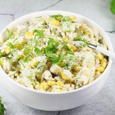 Super pyszna i szybka do zrobienia sałatka z makaronem ryżowym, czyli sałatka z makaronem pszennym w kształcie ryżu orzo. To sprawdzony i uniwersalny przepis na sałatkę z makaronem ryżowym, którą polecam! Tortellini, Orzo, Grains, Menu, Rice, Yummy Food, Lunch, Cooking, Diet