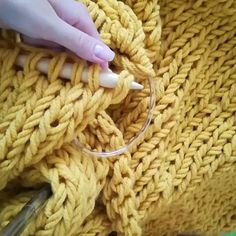 you can also knit from a cotton cord, then it will be more textured and heavy (suitable as a bedspread) There is a photo in the tape, rewind! . The rest of the free MK here # rug_for_hug_video lessons (on a blue plaid shows how easy it fits)
