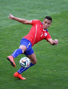 Alexis Sanchez Photos - Brazil v Chile: Round of 16 - 2014 FIFA World Cup Brazil - Zimbio