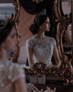 Queen Aesthetic, Classy Aesthetic, Princess Aesthetic, Book Aesthetic, Dark Princess, Fantasy Dress, Ball Gowns, Elegant, Wedding Dresses