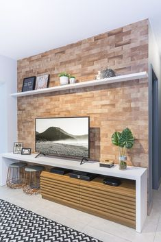 [New] The Best Home Decor (with Pictures) These are the 10 best home decor today. According to home decor experts, the 10 all-time best home decor. Home Room Design, Decor Interior Design, Interior Decorating, House Design, Small Apartment Interior, Small Apartment Decorating, Home Living Room, Living Room Decor, Living Room Tv Unit Designs