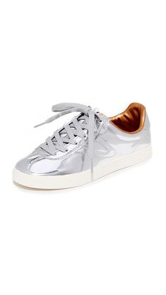 big sale 3b29c 236b7 Envíos gratis a toda España. Tretorn Camden II Metallic Sneakers  Bold  Tretorn sneakers in eye-catching patent leather.