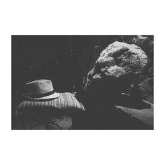 Diálogos de Califato. #eljardindelcalifa #vejerdelafrontera #cadiz #cai #cadizfornia #andalucia #blackandwhite #blancoynegro #hat #sombrero #stone #piedra #restaurante #summer #holidays #vacaciones #igers #igerscadiz #igersspain #picoftheday #photooftheday #vsco #vscoedit #vscolovers