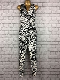 9c2e2551e96 BNWT LIPSY UK 6 ANIMAL BLACK AND WHITE STRETCH SUMMER HOLIDAY JUMPSUIT   fashion  clothing