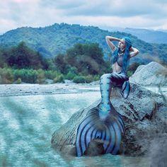 "Mermaid Tails ✨EvaTail✨ on Instagram: ""Our new beautiful tail #mermaid #mermaidtail #русалка #хвострусалки #ариэль #настоящаярусалка #siren #merfolk #gothicfashion #realmermaid…"" Mermaid Cove, Mermaid Fairy, Real Mermaids, Mermaids And Mermen, Magical Creatures, Sea Creatures, Realistic Mermaid Tails, Silicone Mermaid Tails, Mermaid Ornament"