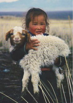Mongolian girl in Altai Mountains Kids Around The World, We Are The World, People Of The World, Precious Children, Beautiful Children, Animals Beautiful, Animals For Kids, Cute Animals, Cute Kids