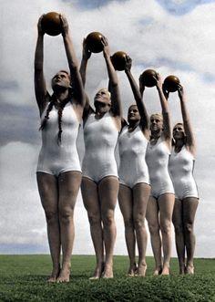 Buttermilch, Gymnastik und leben im Freien macht Menschen stark und froh.