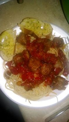 Pasta with tomatoes, sausage and garlic bread