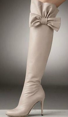 I'm not a fan of boots but this one just made me fall in lovvvve! Valentino Bow-Topped Over-the-Knee Boots Cute Shoes, Me Too Shoes, Women's Shoes, Bow Boots, Sexy Boots, Nude Boots, Beige Boots, Cream Boots, Pink Boots