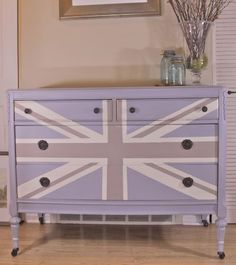 meg made designs: Painting a Union Jack/British Flag on a dresser tutorial Dream Furniture, Home Furniture, Furniture Design, Acrylic Furniture, Furniture Ideas, Union Jack Dresser, Teen Girl Rooms, Farmhouse Chic, Make Design