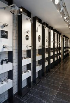 London Showroom: A series of Waterworks fittings Showroom Design, Tile Showroom, Shop Interior Design, Retail Design, House Design, Casa Mimosa, Kitchen And Bath Showroom, Visual Merchandising, Bathroom Showrooms