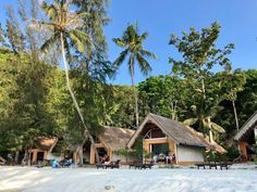 Coral Island (Koh He) bei Phuket >>> Infos, Tipps, Resort Best Places In Bangkok, Island Resort, Where To Go, Strand, Bungalow, The Good Place, Thailand, Coral, Cabin
