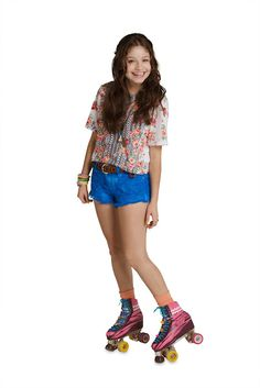 Sou Luna: Promoshoots De Sou Luna Da Primeira Temporada Disney Cast, Disney Films, Sou Luna Disney, Divas, Son Luna, Skater Girls, Hat Hairstyles, Disney Channel, Character Inspiration