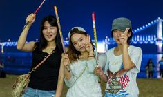 Super cute Korean girls at Gwangalli Beach in Busan, South Korea  More at http://www.asiatiq.com