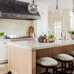 Types of - resurfacing honey oak cabinets. Types of - resurfacing honey oak cabinets. Primitive Kitchen, Farmhouse Kitchen Decor, Kitchen Interior, Modern Farmhouse, Classic Kitchen, New Kitchen, Kitchen Ideas, White Oak Kitchen, Barn Kitchen