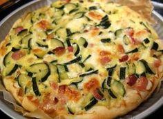 TARTA SARATA CU DOVLECEI, BACON SI MOZZARELLA Mozzarella, Romanian Food, Romanian Recipes, Vegetarian Recipes, Cooking Recipes, Vegetable Pizza, Food Art, Quiche, Bacon
