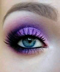 I desperately wish my eyes were this blue! :'( but anyways, beautiful makeup idea