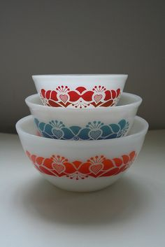 One of my 2 fave sets of Agee Pyrex Bowls. Love this set so much! I've now got my second set of it!