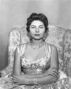 Queen Soraya, the Empress of Iran, 1955 by Cecil Beaton Farah Diba, Pahlavi Dynasty, The Shah Of Iran, Iranian Women Fashion, English Fashion, Cecil Beaton, King Queen, Queen Anne, Costume