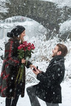 With the holidays comes engagement season! If you have an engagement ring picked out, here are some extra tips to help you make this holiday proposal one to remember. Winter Proposal, Christmas Proposal, Christmas Engagement, Romantic Proposal, Perfect Proposal, Cute Proposal Ideas, Proposal Photos, Engagement Proposal Ideas, Wedding Proposals
