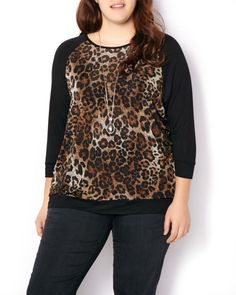 Layer in style thanks to this stylish plus-size top. It features a playful leopard print, 3/4 sleeves and a flattering scoop neck. Keep it casual with a jean and booties for a flawless weekend look!