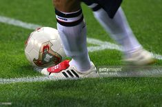 England's team captain and midfielder David Beckham gets ready to kick the ball with his custom-made Adidas Predator from the corner during match 5 group F of the 2002 FIFA World Cup Korea Japan. Beckham Football, Football Boots, World Cup Match, Adidas Predator, Adidas Football, Fifa World Cup, David Beckham, Cristiano Ronaldo, Soccer Ball