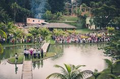 Foto por Union Imagens ❤ Aline & Fagner em Guarapari/ES.  Decoração de casamento rústica - vista de cima. | Rustic wedding - outdoor