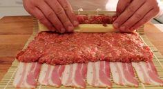 Useimmat meistä pitävät pekonista olipa kyse aamiaisesta, lounaasta tai päivällisestä. Suolaista ja rapeaa pekonia ei voita mikään. Mutta entä jos sen yhdistäisi hyvään jauhelihaan, makoisaan juustoon ja mahtavaan grillikastikkeeseen. Lopputulos on ruokalaji, joka on viety aivan uudelle tasolle: BBQ-pekonisushi! Ei, siihen ei kuulu raakaa kalaa. Nämä tarvitset: • 12 viipaletta pekonia • 0,5 kg naudan …