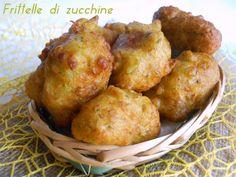 Le frittelle di zucchine sono delle velocissime frittelle da gustare sia calde che fredde. Saranno adorate anche dai bimbi che gusteranno questa verdura.