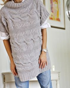 Next DIY project: Perfect oversize sweater for winter . pretty sure I CAN work the schematics for this one . Knitting Designs, Knitting Patterns, Vest Pattern, Altering Clothes, Knit Fashion, Pullover, Pulls, Knitwear, Knit Crochet