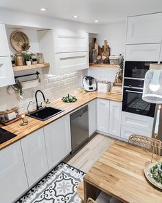 Kitchen Room Design, Modern Kitchen Design, Home Decor Kitchen, Interior Design Kitchen, Home Kitchens, Small Kitchen Designs, Bohemian Kitchen Decor, Small Kitchen Renovations, Remodeled Kitchens