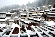 A white snow-covered village in Shangrao, East China's Jiangxi province, Feb 9, 2014.