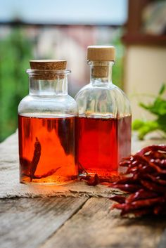 If you like to add flavorful heat to your food, try making your own chili oil with this easy recipe. Just a few simple ingredients are needed. Hot Pepper Oil Recipe, Hot Pepper Recipes, Chilli Recipes, Canning Recipes, Thai Peppers, Dried Peppers, Red Chili Peppers, Flavored Oils, Infused Oils
