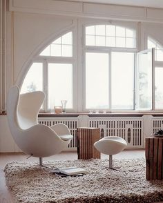 Chair Arne Jacobsen, Egg lounge chair and ottoman, by Fritz Hansen, Denmark, Interior design by Gus Wüstemann. Interior Architecture, Interior And Exterior, Poltrona Design, Chair Design, Furniture Design, Style At Home, Arne Jacobsen, Interior Minimalista, Nooks
