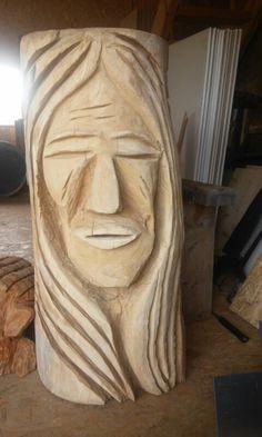 Druh dřeva:lípa Výška: 110 cm Průměr: 50 cm Vyřezáno motorovou pilou určenou přesně na vyřezávání. Celodení práce Indián