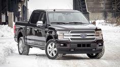 2018 Ford F150 : Si le design extérieur reste identique à la génération actuelle, c'est sous le capot que les nouveautés se cachent. En effet, le pick-up est désormais doté d'un bloc V6 3,5 litres biturbo EcoBoost développant 375 chevaux, soit 10 de plus que le modèle actuel, pour environ 637 Nm de couple, contre 569 auparavant. Le tout sera couplé à une boîte automatique 10 rapports co-dévelo...