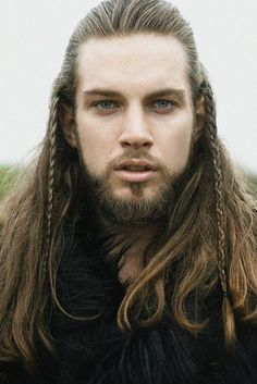 Hair Care Tips. Recommendations for excellent looking hair. Your hair is certainly what can certainly define you as an individual. To numerous people today it is definitely vital to have a fantastic hair do. Warrior Braid, Hair And Beard Styles, Long Hair Styles, Fotografie Portraits, Viking Men, Viking Beard, Viking Warrior, Elf Warrior, Moustaches
