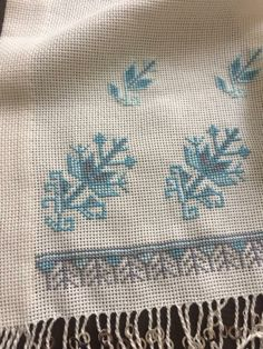 Shirt Embroidery, Cross Stitch Embroidery, Vintage Cross Stitches, Bargello, Needlepoint, Stitch Patterns, Diy And Crafts, Tapestry, Chart
