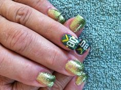 Football nails this would be good with my kids number on it! Packer Nails, Football Nails, Get Nails, How To Do Nails, Hair And Nails, Fingernail Designs, Striped Nails, Nail Tips, Beauty Nails