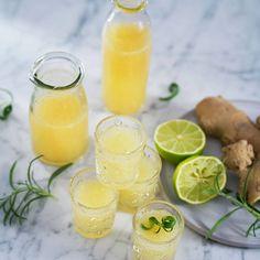 Ingefärsshot med limejuice och honung – recept Feel Good Food, Jello Shots, Lemonade, Health And Beauty, Smoothies, Food Photography, Juice, Healthy Recipes, Healthy Food