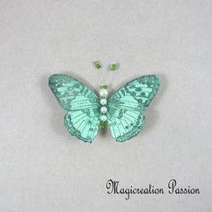 Magnet décoratif papillon soie verte +1 aimant , collection gallia - Un grand marché Brooch, Montage, Dimensions, Magnets, Boutique, Collection, Green Silk, Playing Card, Net Curtains
