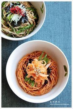 간장비빔국수, 비빔국수 만드는법~ 비빔국수 황금레시피 – 레시피 | 다음 요리 Spicy Recipes, Asian Recipes, Cooking Recipes, Ethnic Recipes, Korean Dishes, Korean Food, Cooking On The Grill, Food Photography, Food And Drink