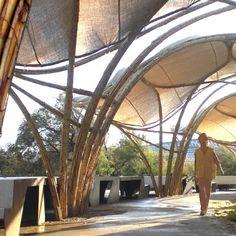 Construção em Bambu, Zaragoza, Espanha. Projeto do arquiteto Jonathan Cory…