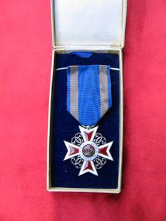 COCKTAILVINTAGEBAZAAR #medals #collectibles #vintage #floart Military Orders, Badges, Accessories, Vintage, Art, Art Background, Badge, Kunst, Vintage Comics