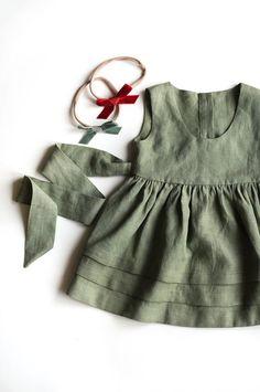 Linen Pinafore Dress, Girls Apron Dress, Sage Green Linen, Deep Red Dress - Baby Names Dresses Kids Girl, Kids Outfits, Dress Girl, Baby Girl Fashion, Kids Fashion, Fashion 2020, Vintage Baby Dresses, Simple Dress Pattern, Moda Vintage